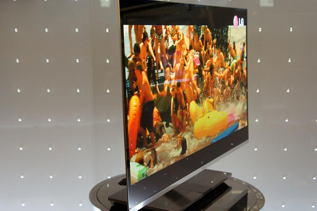 LG's 31-inch 3D OLED TV at IFA 2010
