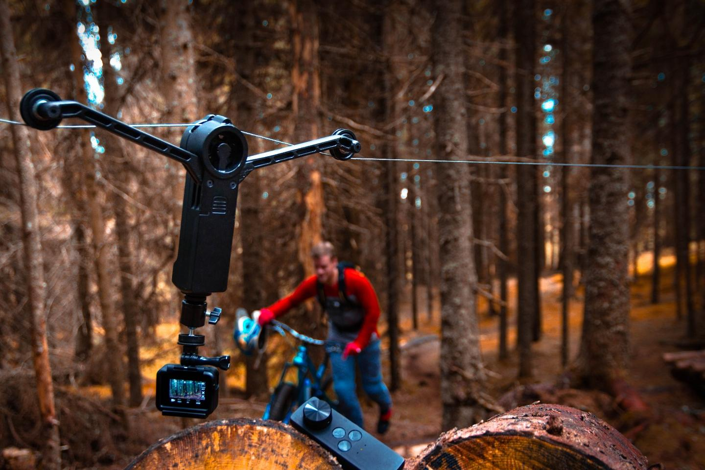 Wiral LITE's speed can be set anywhere from 0.006 mph (0.01 km/h) for timelapse shots, all the way up to 28 mph (45 km/h)