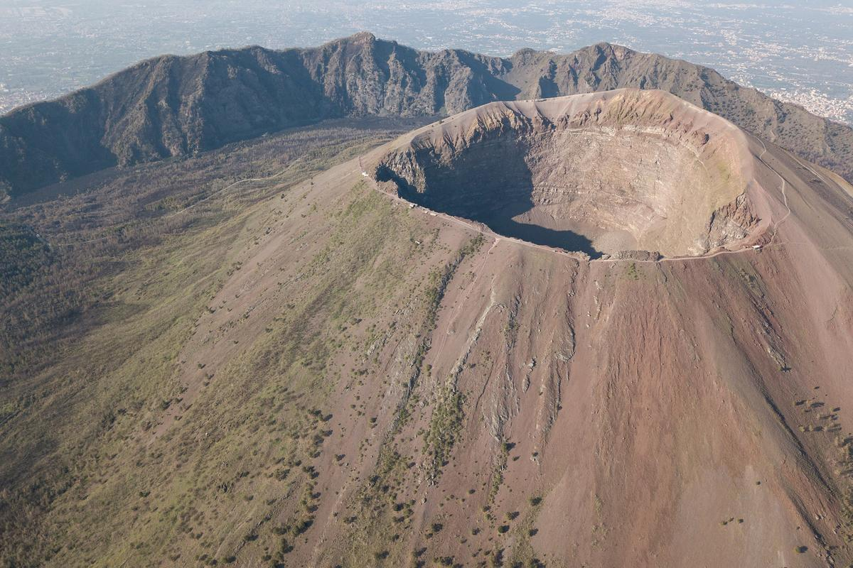"""Oxford scientists have suggested that important metals like gold and copper could be harvested from """"brine mines"""" beneath volcanoes"""