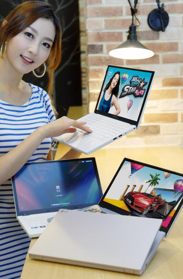 The P220's 12.5-inch, 1366 x 768 pixel resolution, LED-backlit LCD display is surrounded on three sides by a 9.5mm Real Slim Bezel, allowing it to slip into a body size normally reserved for 11.6-inch screens