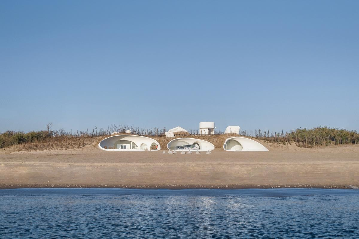 The UCCA Dune Art Museumconsists of a complex concrete shell that was largely handmadeby locals