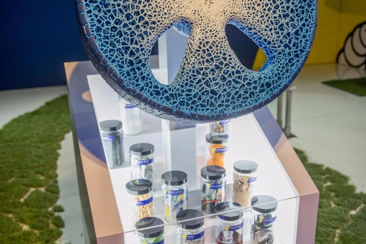 """Michelin's Vision concept tire features a 3D-printed tread that can be """"recharged"""" when necessary"""