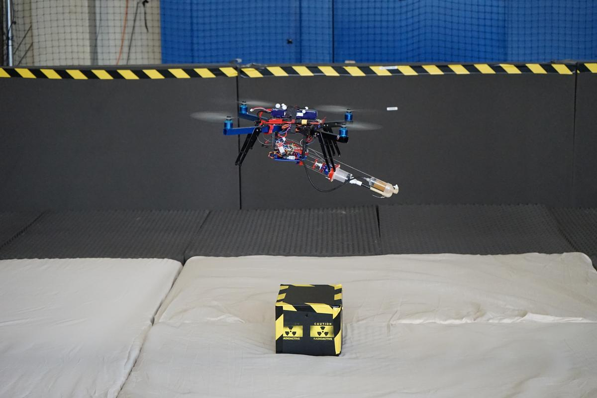 The 3D-printing robotic quadcopter hovers over its target (Photo: Aerial Robotics Lab)