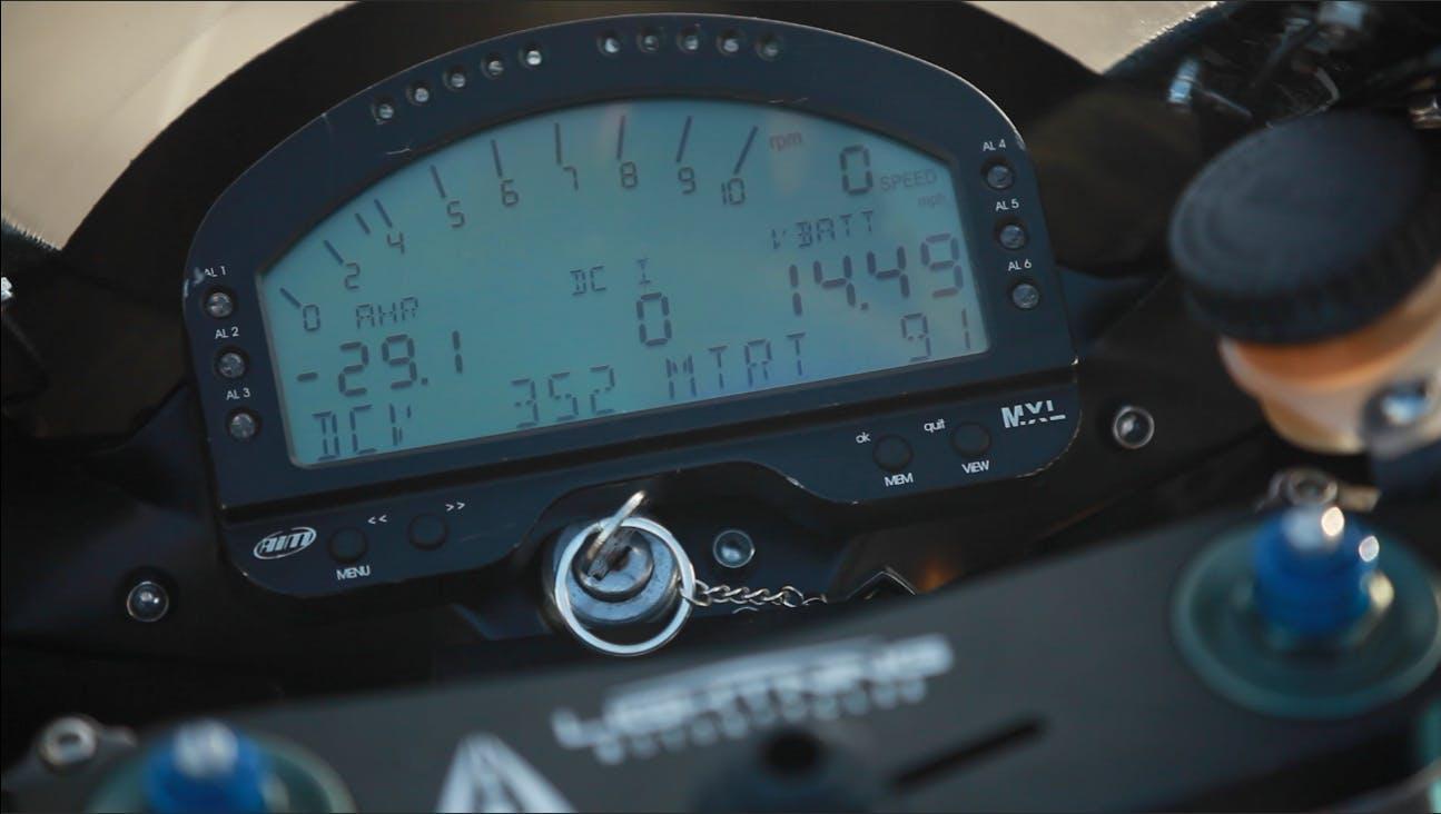 Lightning LS-218:race-focused dash
