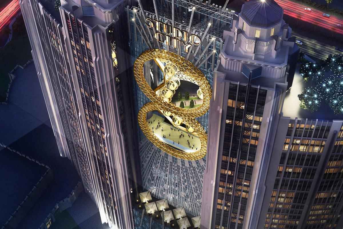 The Golden Reel figure-eight Ferris wheel will be located between the two central towers of the resort hotel