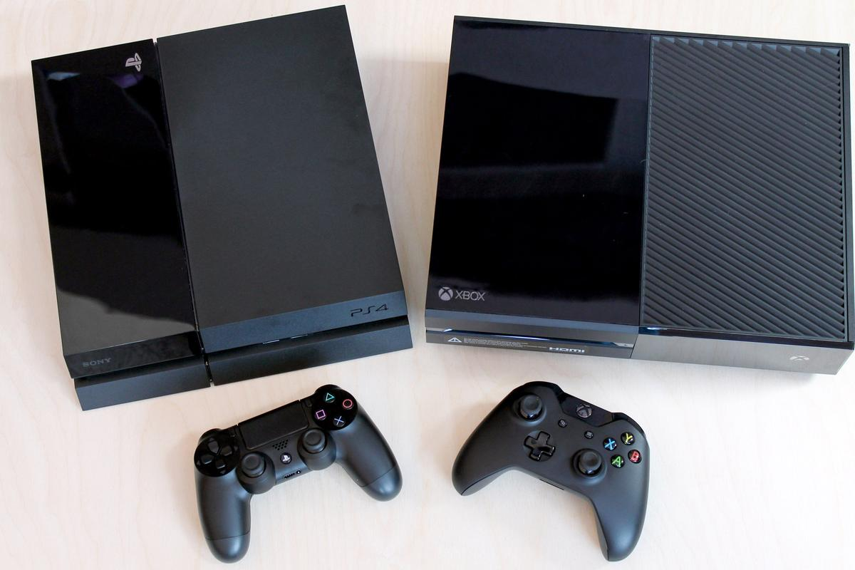 We share our extended hands-on impressions of the Sony PlayStation 4 (left) and Microsoft Xbox One