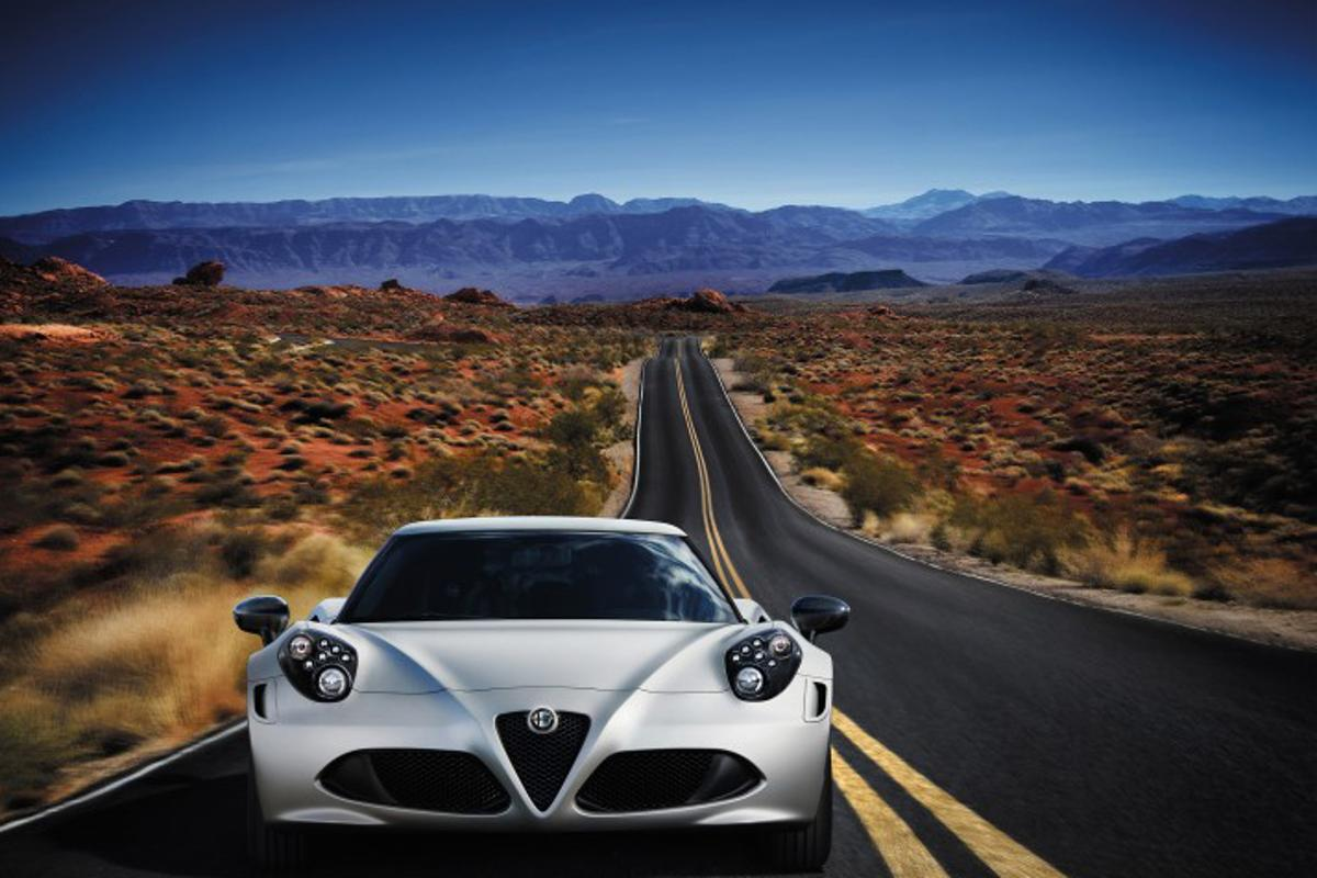 Alfa Romeo debuts the 4C in Geneva