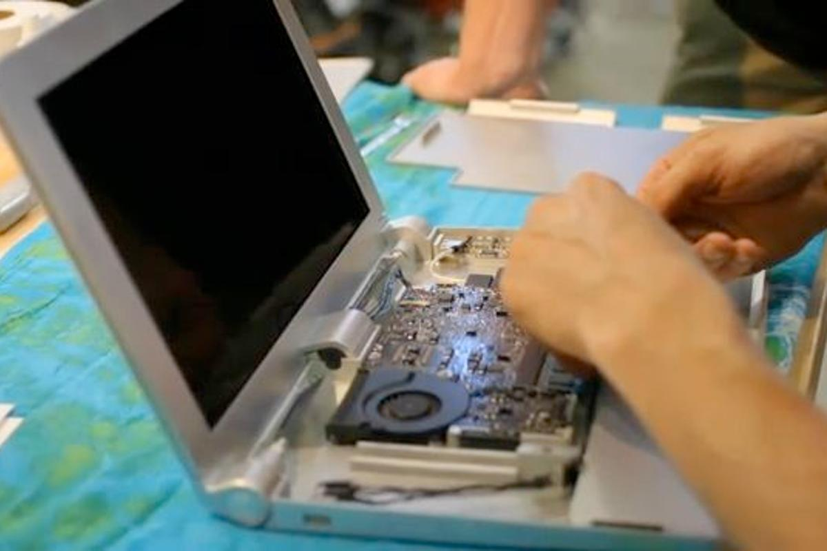 Stanford's simple-to-disassemble Bloom laptop concept is designed for easy recycling