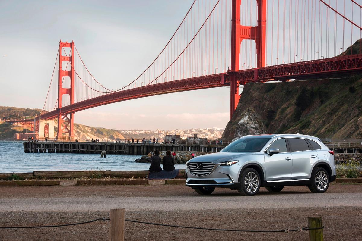In a market full of not-too-shabby designs and attempts to sportify the unsporty, the 2017 CX-9 stands out for itsexcellent styling