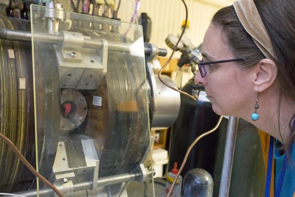 An artificial muscle developed by Lenore Rasmussen (pictured) will be tested aboard the ISS (Photo: Elle Starkman/PPPL Office of Communications)