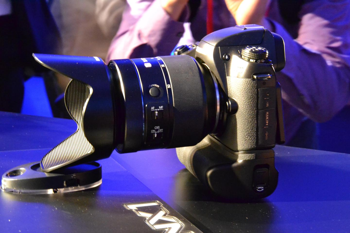 Samsung aims for the pros with the NX1 compact system camera