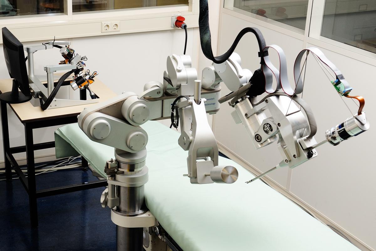 The Sofie force-feedback surgical robot (Photo: Bart van Overbeeke)