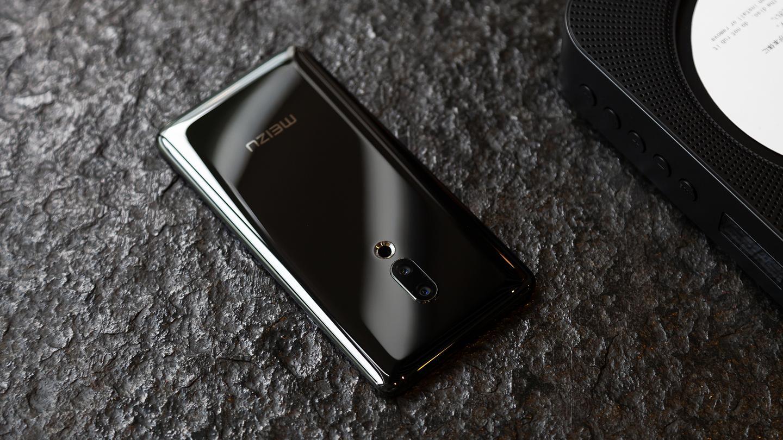 The Meizu Zero features a12 MP + 20 MP dual-lens camera around back