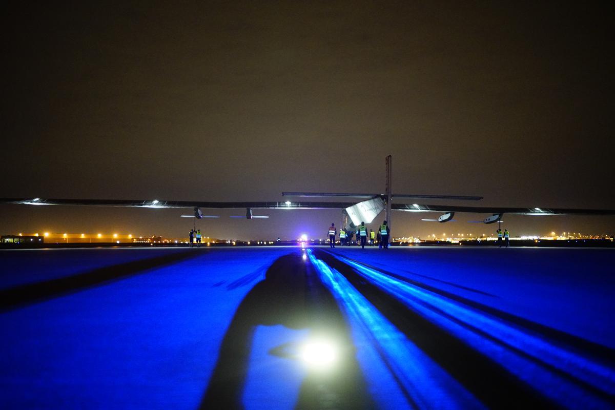 Solar Impulse 2 taking off from Tulsa airport