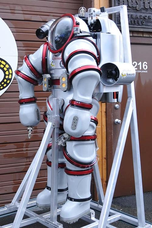 Side-view of the Exosuit Atmospheric Diving System (Photo: Nuytco Research)