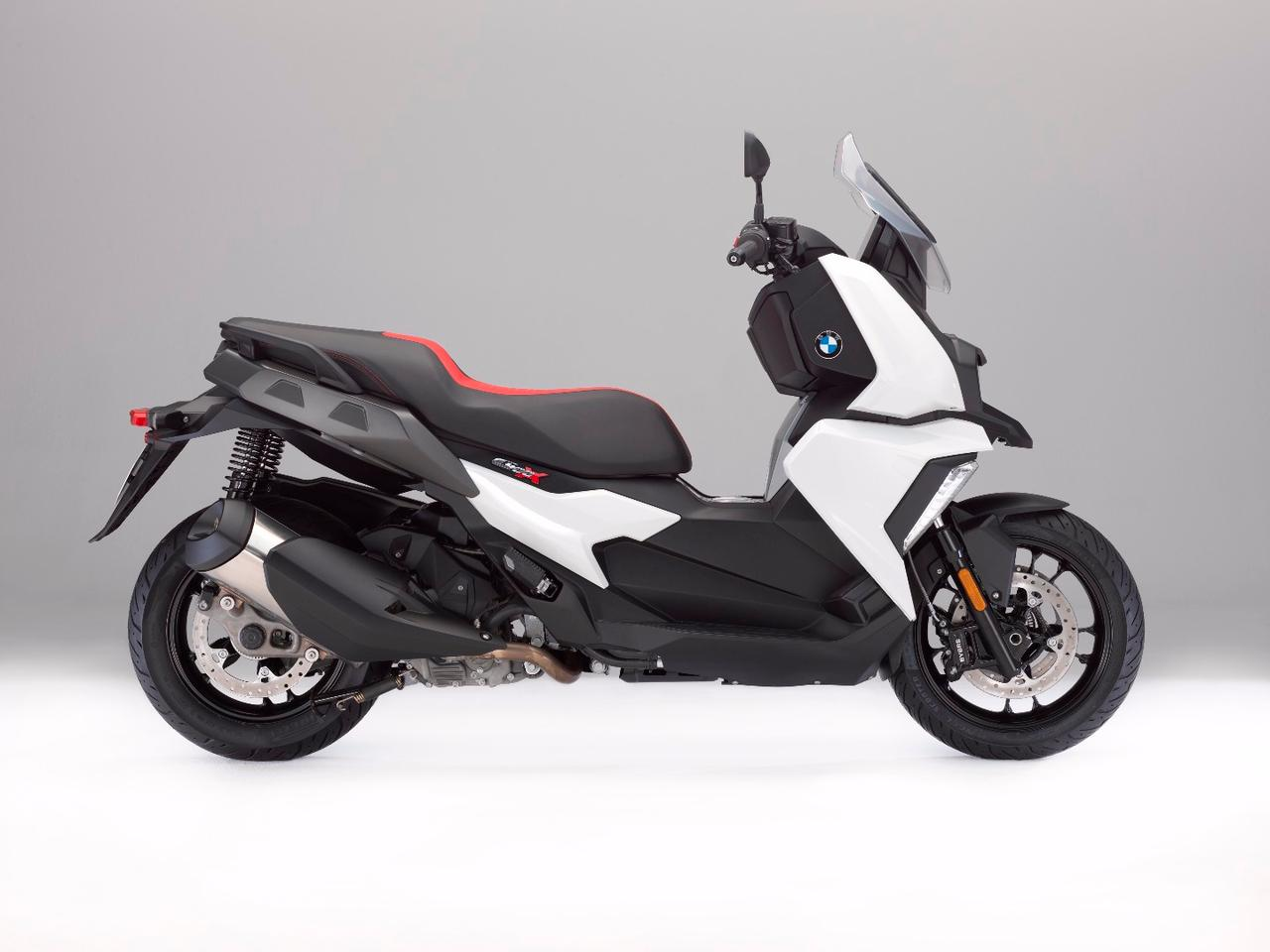 BMW's new mid-size scooter, the C400X