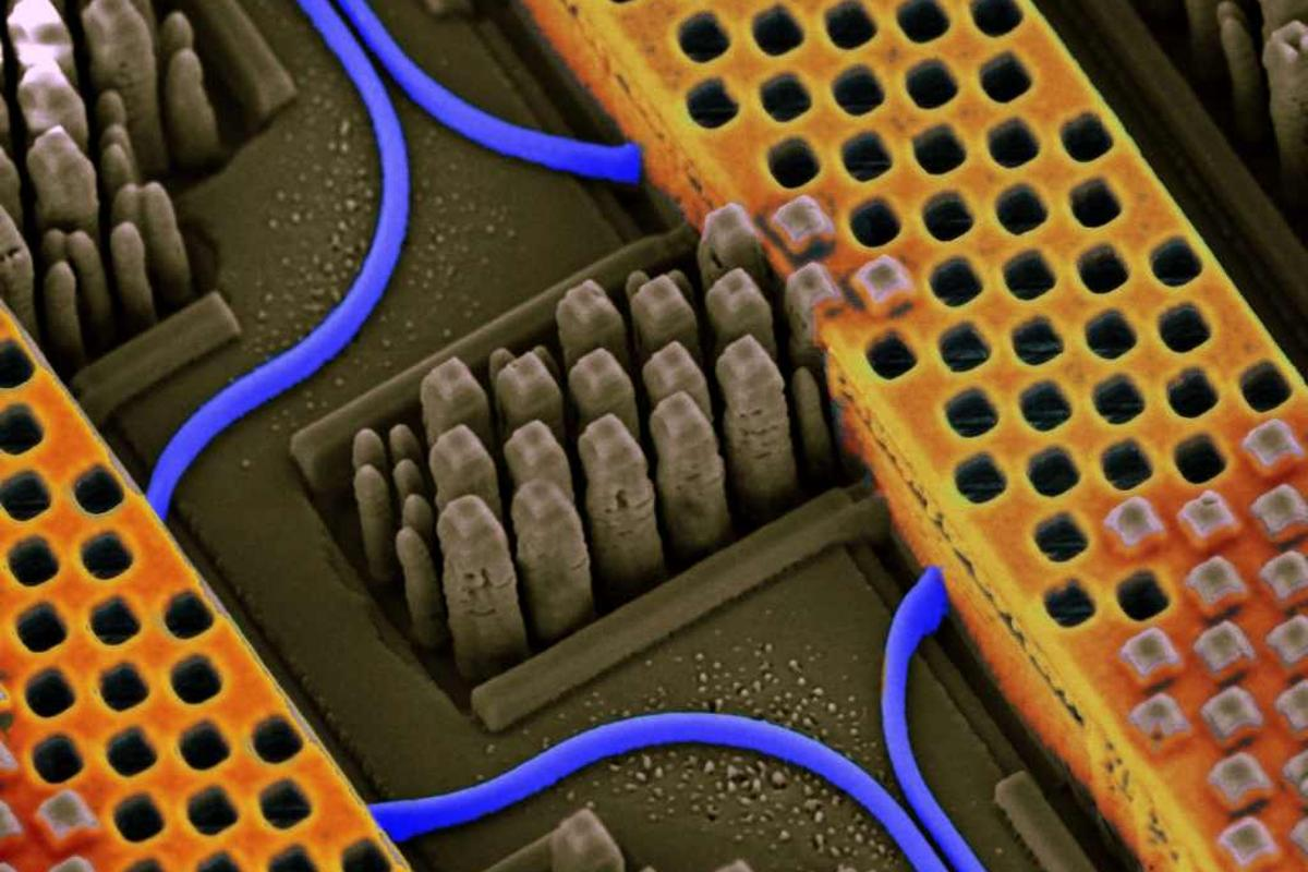 IBM's silicon nanophotonics technology is capable of integrating optical and electrical circuits side-by-side on the same chip (Image: IBM)