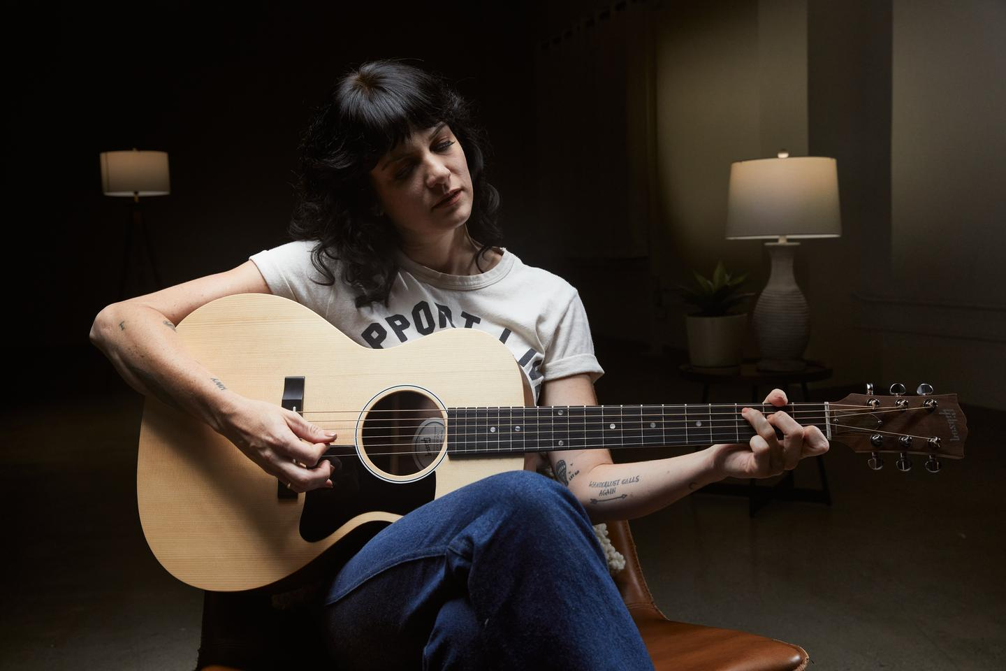 Modern country picker Nikki Lane gets to grips with the G-00 parlor guitar