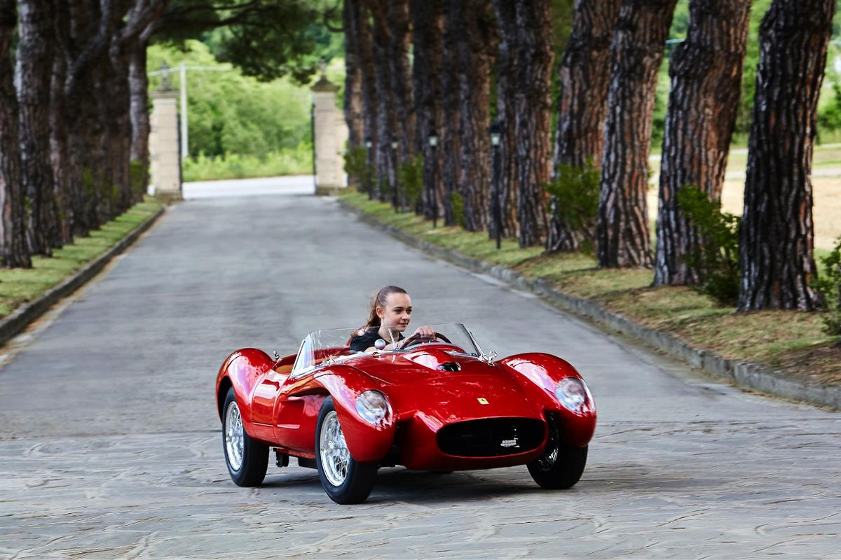 The Ferrari Testa Rossa J has four driving modes, which range from a very docile 1 kW Novice mode, becoming progressively sportier, to a genuinely exhilarating 12 kW race mode.