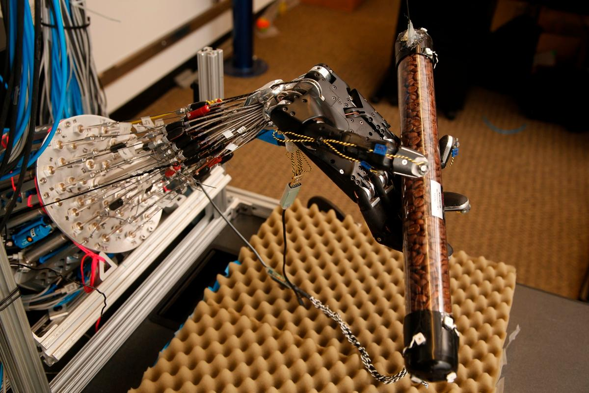 The University of Washington's robotic hand is able to autonomously learn how to better perform complex movements