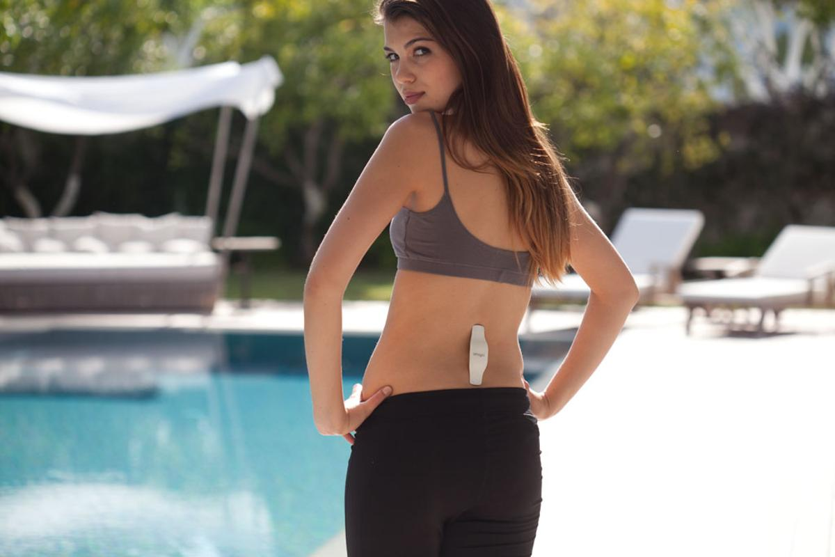 UpRight uses built in sensors to monitor the curve in your spine, delivering a gentle vibration when your posture needs correcting