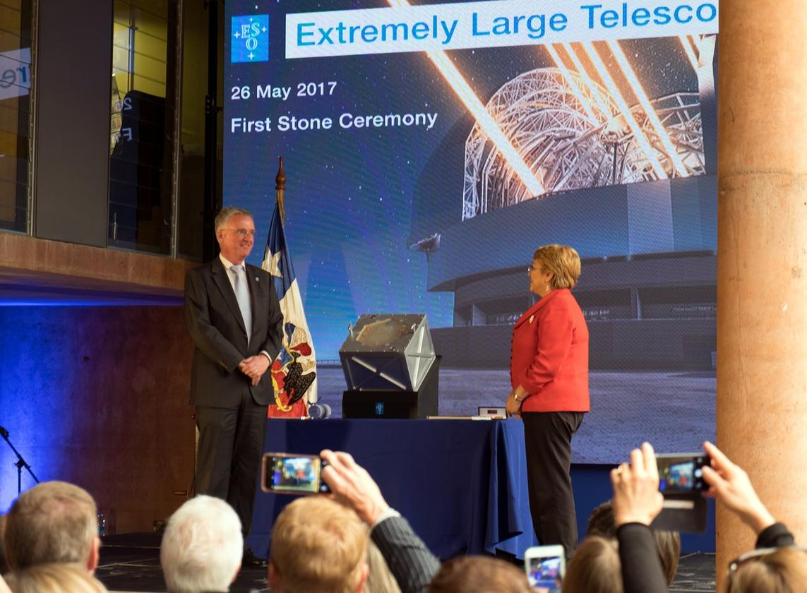 ESO General Director Tim de Zeeuw (left) andthe President of Chile, Michelle Bachelet Jeria (right), at the ceremony last week