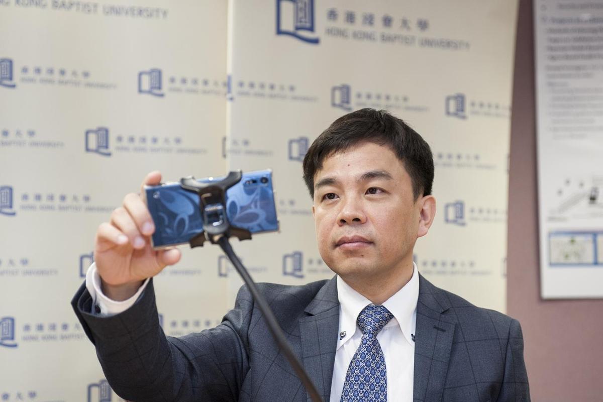 Prof. Cheung Yiu-ming demonstrates the technology