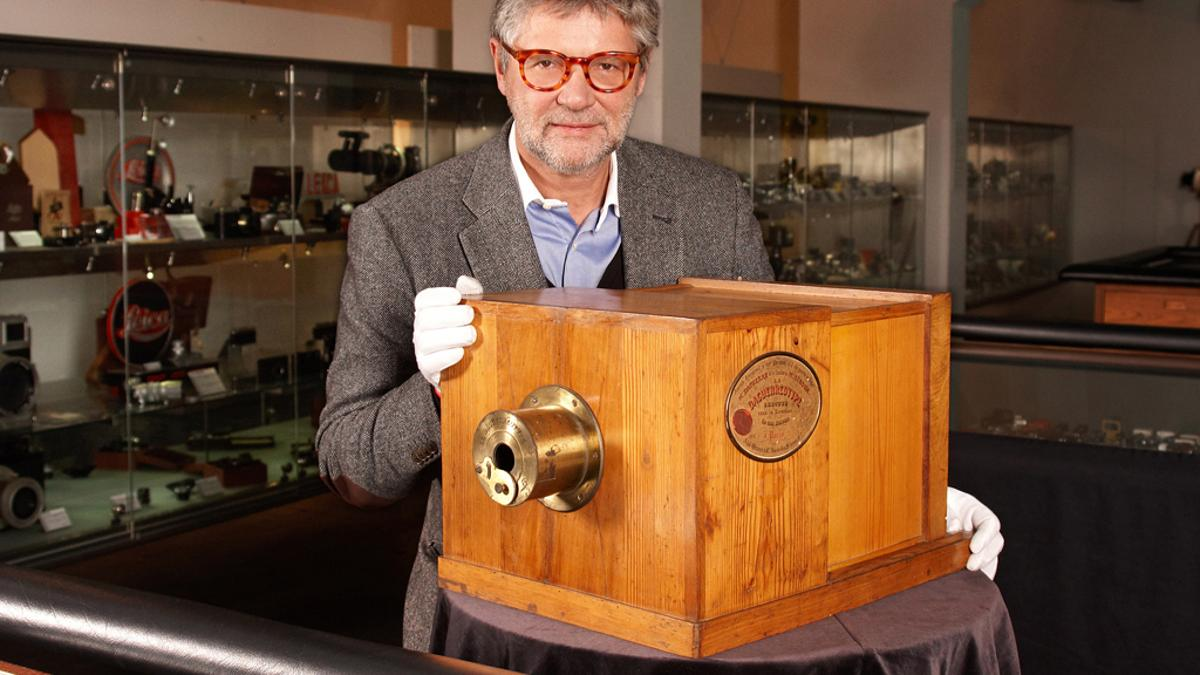Peter Coeln, the CEO of WestLicht Photographica Auction Vienna, with the Giroux Daguerreotype up for auction