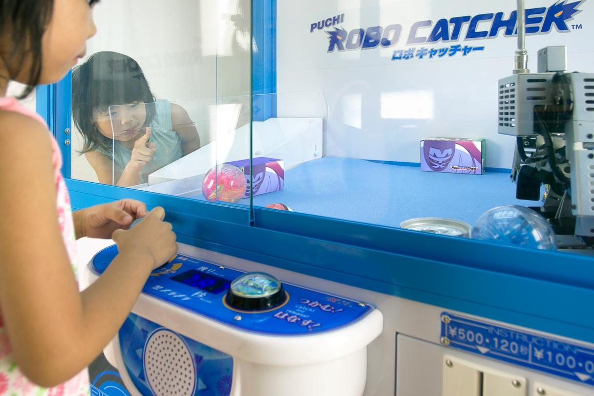 The Robo-Catcher captivates some youngsters in Japan