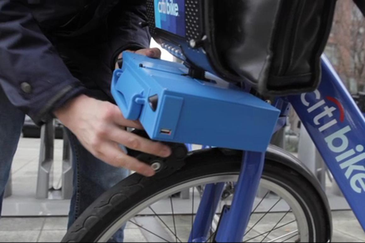 The ShareRoller motor attaches to the mounting bracket above the front wheel of the bike with a thumb throttle control that pops out and clips onto the handlebars