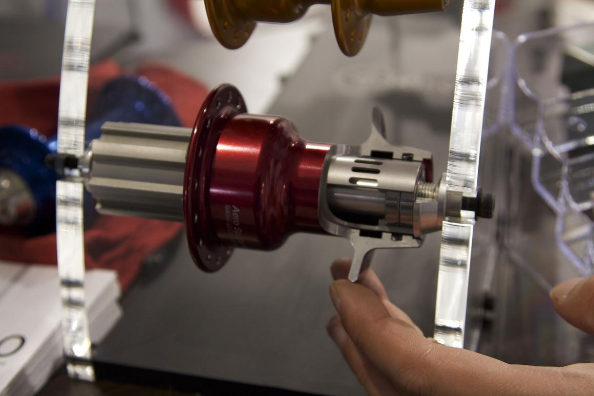 The GOKISO Aerospace Hub for bicycles is designed to keep bearings from getting compressed when the axle shaft deforms under pressure (Photo: Gizmag)