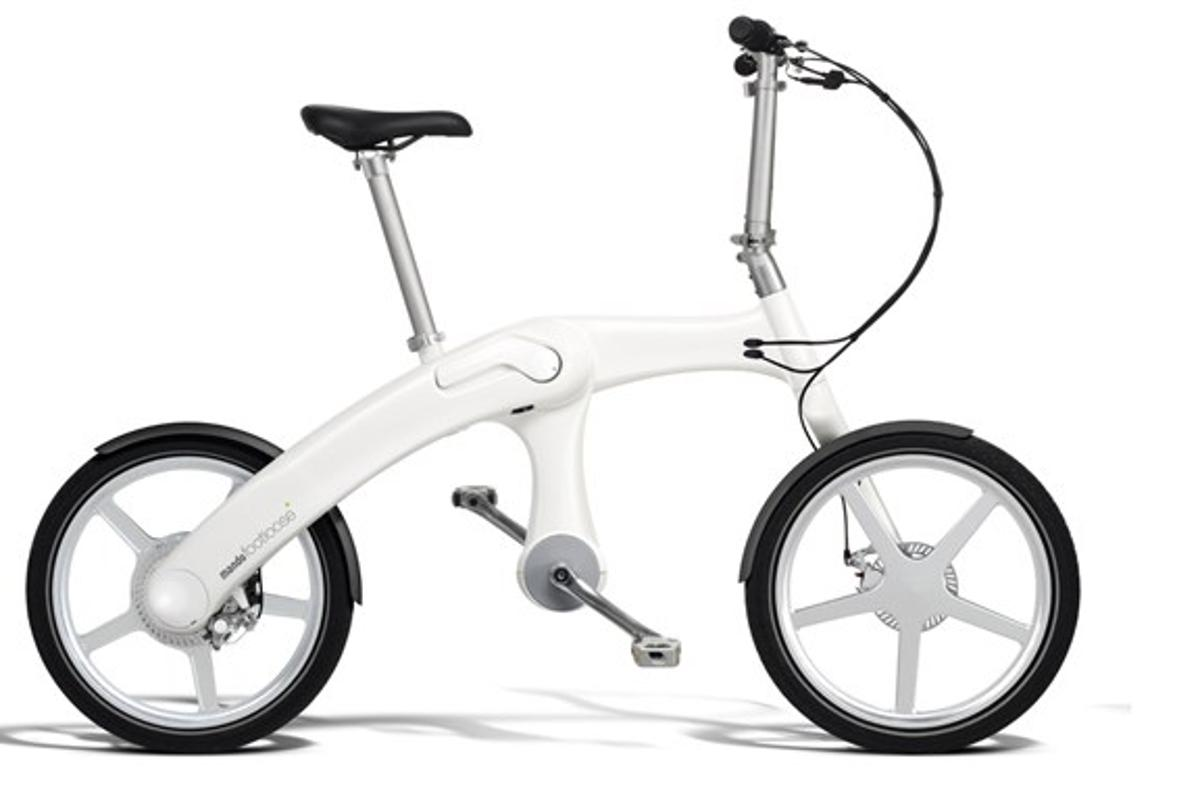 The Mando Footloose is a folding e-bike with a chainless drivetrain