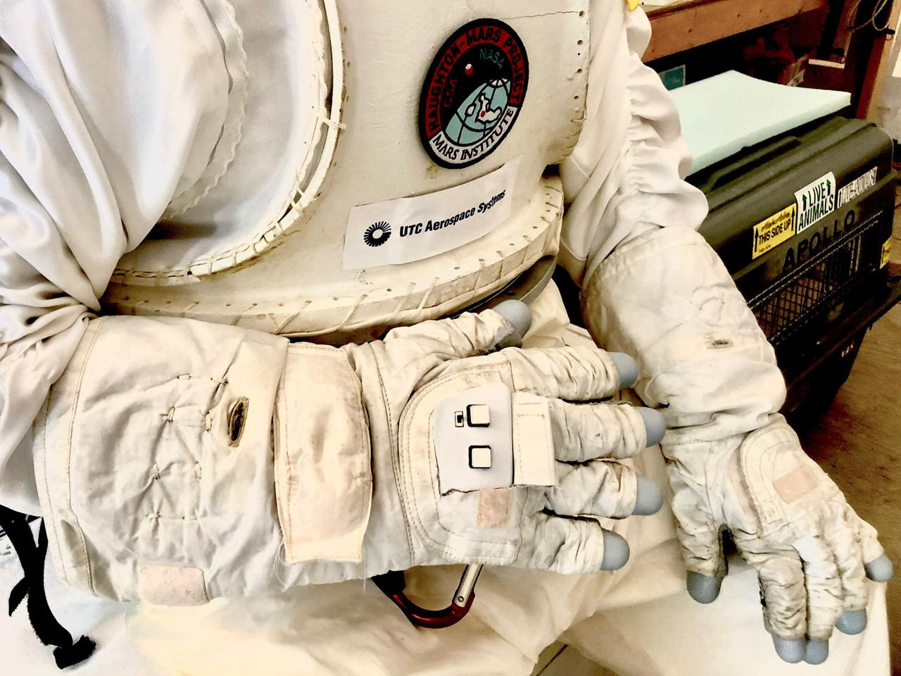 The Astronaut Smart Glove, integrated into a concept spacesuit aimed at the exploration of the Moon and Mars