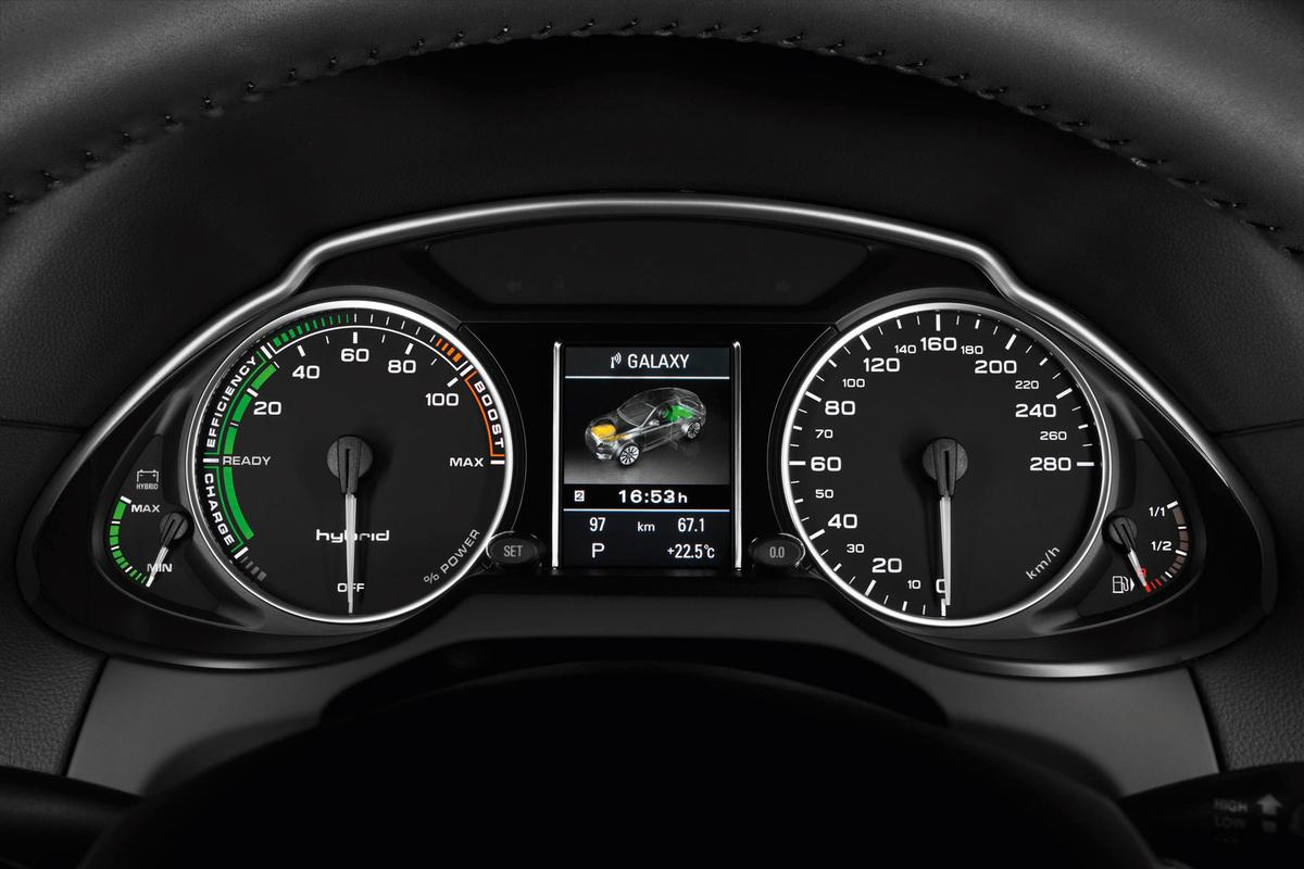 The Audi Q5 hybrid quattro dash