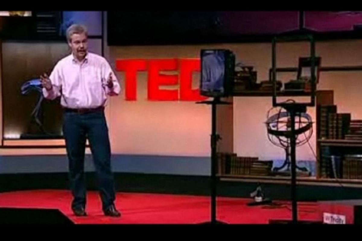 Eric Giler demonstrates wireless power at TEDGlobal 2009
