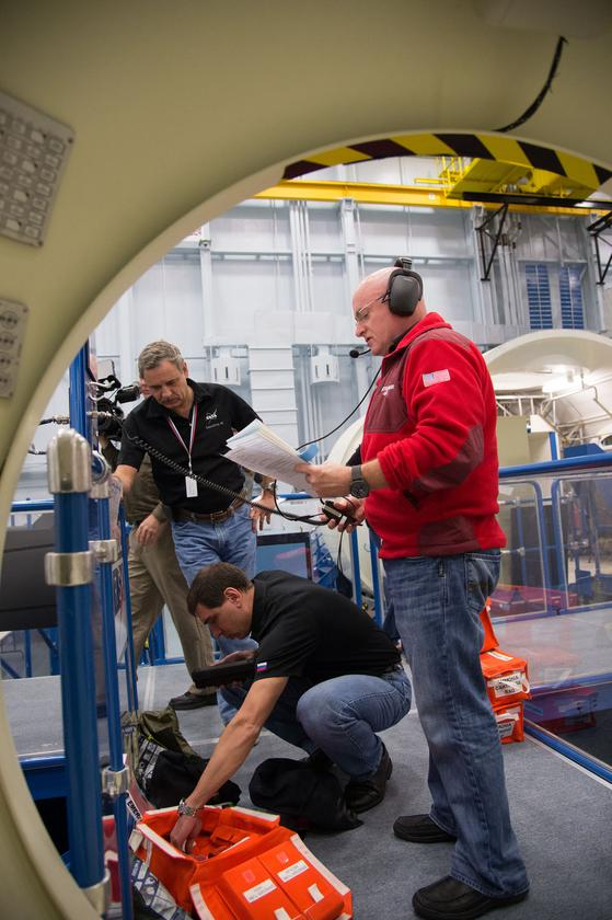 Emergency scenario training for ISS missions include dealing with fire, rapid module depressurization and ammonia leaks (Photo: NASA)