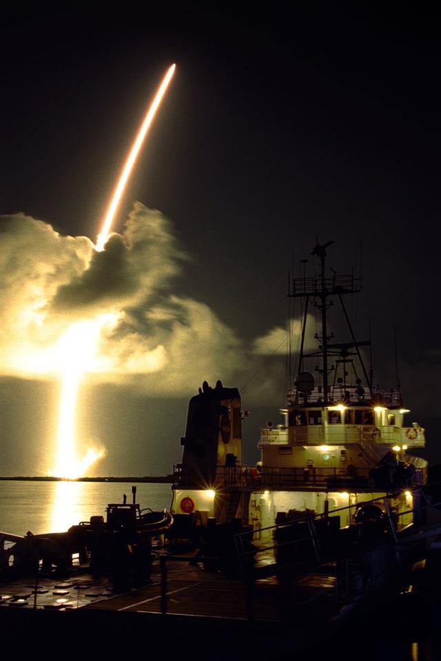 A Titan IVB/Centaur rocket launches Cassini into orbit