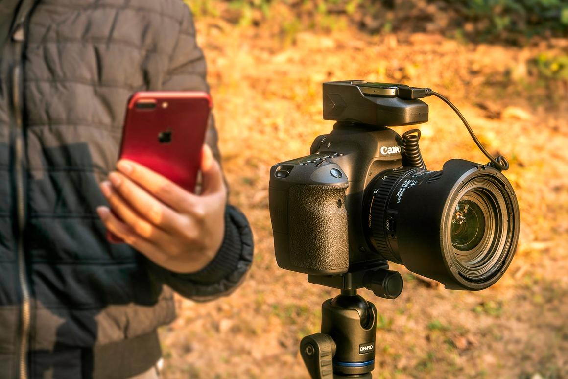 Aurga works with Nikon and Canon cameras, along with iOS and Android mobile devices
