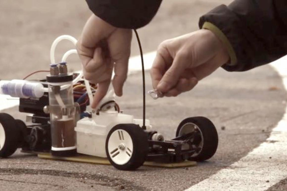 Spanish researchers have created the dAlh2Orean, a radio-controlled model car that creates hydrogen fuel from pop can pull rings and other waste aluminum(Photos courtesy UPC)