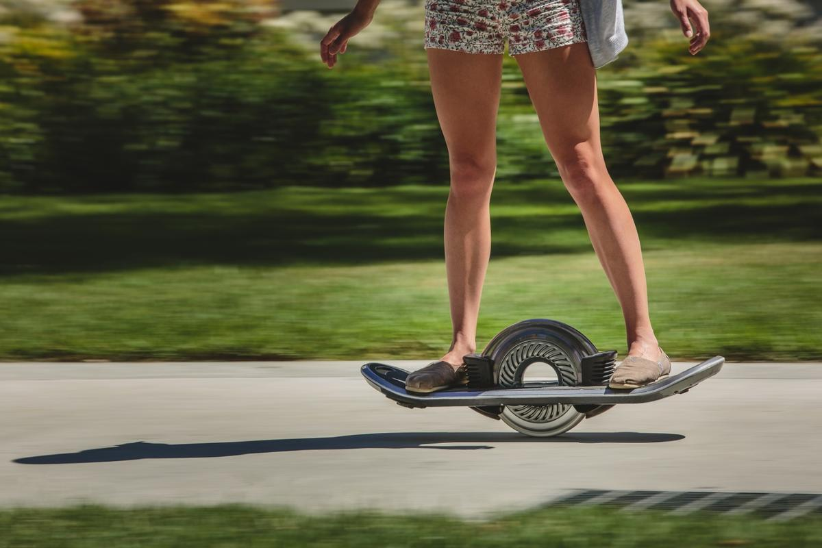 The Hoverboard has a top speed of 16 mph (26 km/h) and a range of 12 mi (19 km)