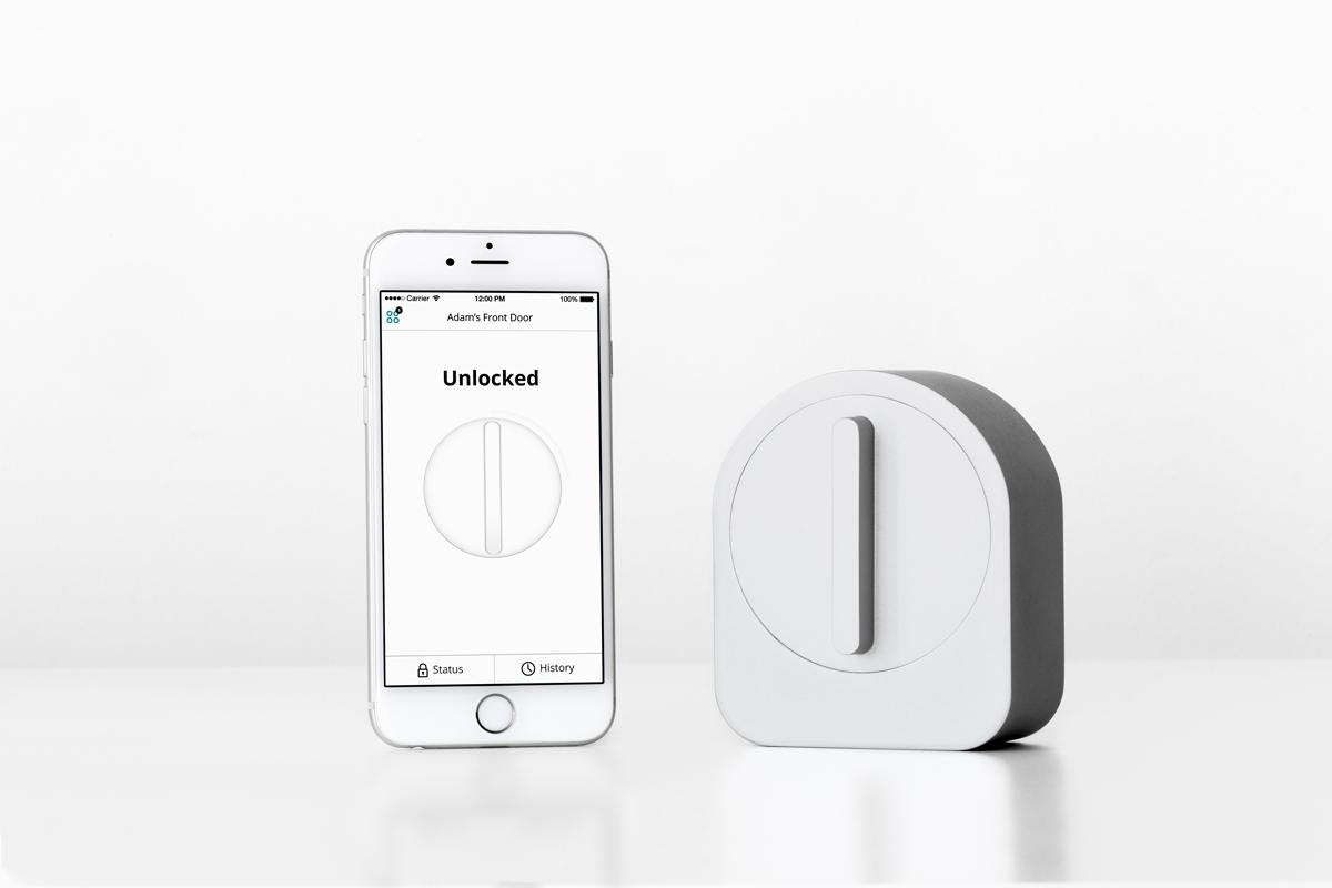 The lock comes with a Bluetooth 4.0 chip that communicates with the Sesame iOS and Android smartphone app, allowing the user to lock and unlock the door with large button onscreen
