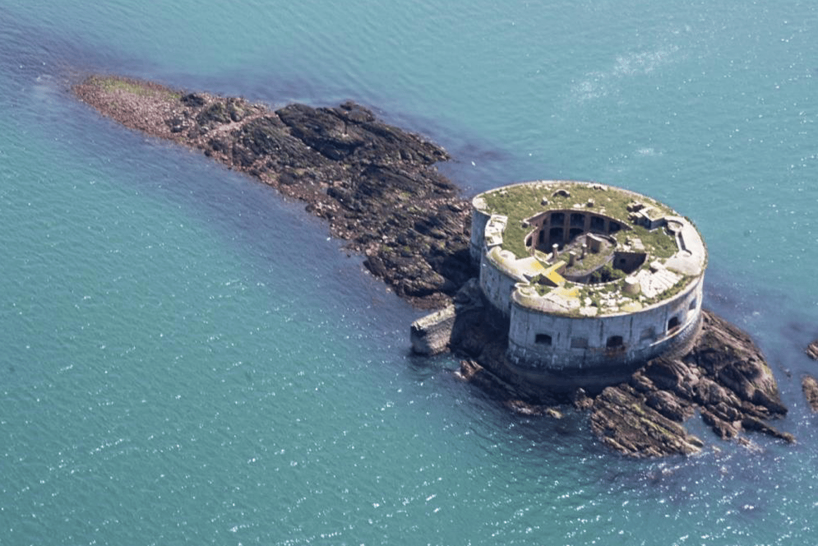 Stack Rock Fort will set you back£400,000 (roughlyUS$535,000)