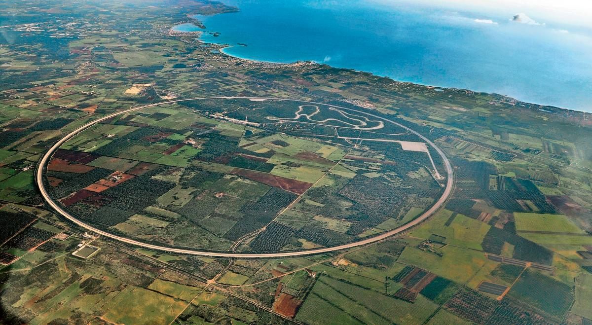Nardò is one of the few test tracks in the world suitable for extreme speeds, with the outerlane suitable for speeds of 240 km/h with no steering input required due to the camber
