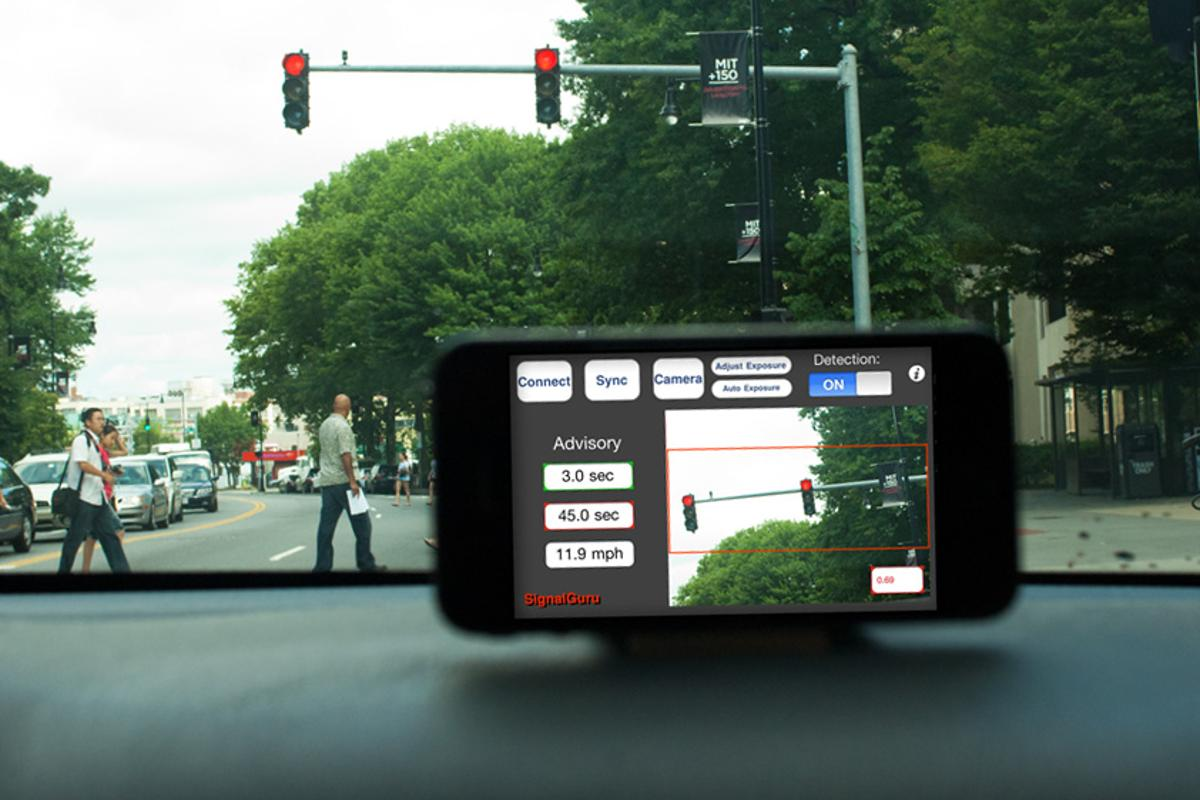 SignalGuru uses visual data from a network of smartphone cameras to tell drivers the optimal speed to get a green light (Image: MIT/ Patrick Gillooly)