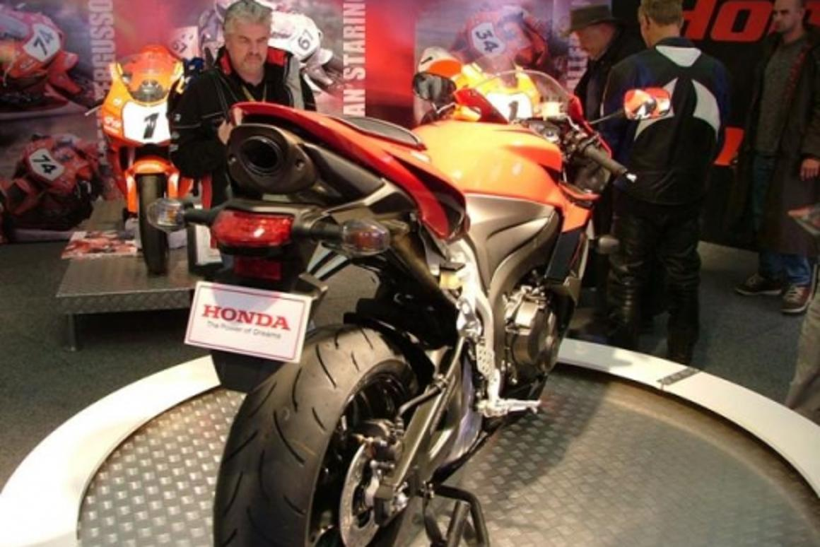 Honda waves the wand over the 2007 CBR600RR