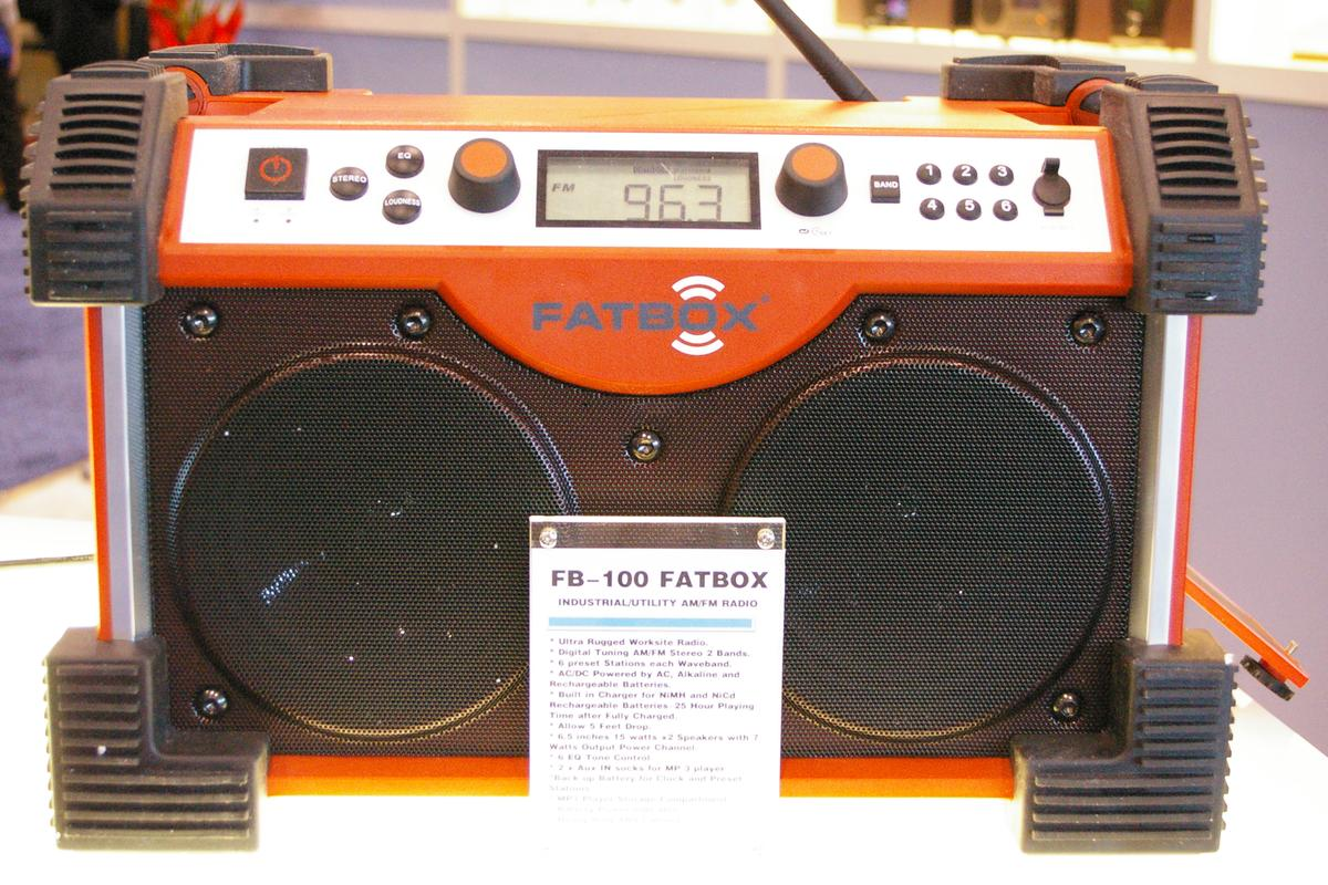 The Sangean Fatbox FB-100 makes an appearance at CES 2010. Perfect for worksites, the Fatbox can easily be customized with paint splatters, greasy fingerprints and concrete dust