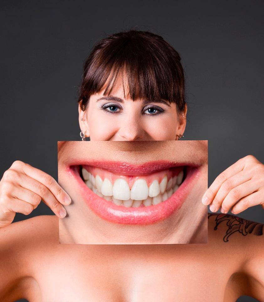 Big smiles might be endearing, but they don't necessarily engender feelings of confidence, according to new research