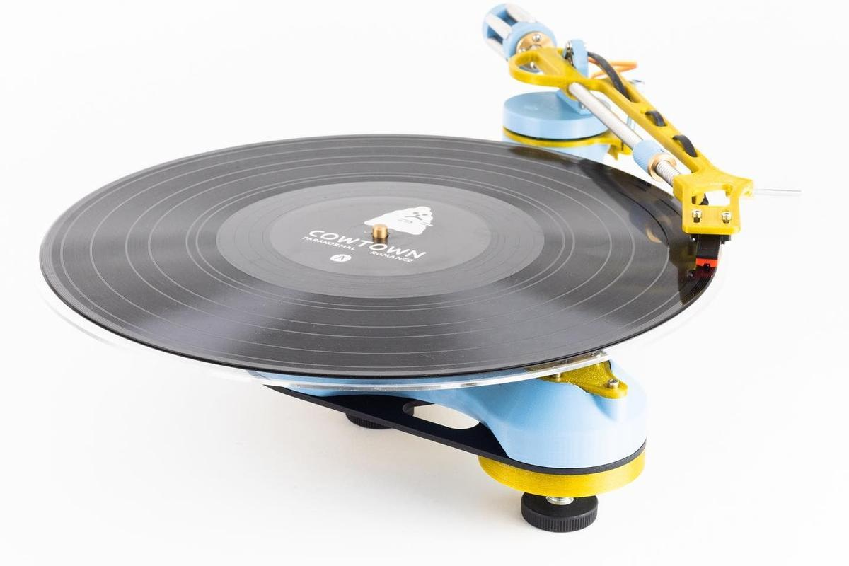 The Songbird is a belt-driven turntable you need to assemble from a kit, either 3D printing components or opting for a pre-printed version
