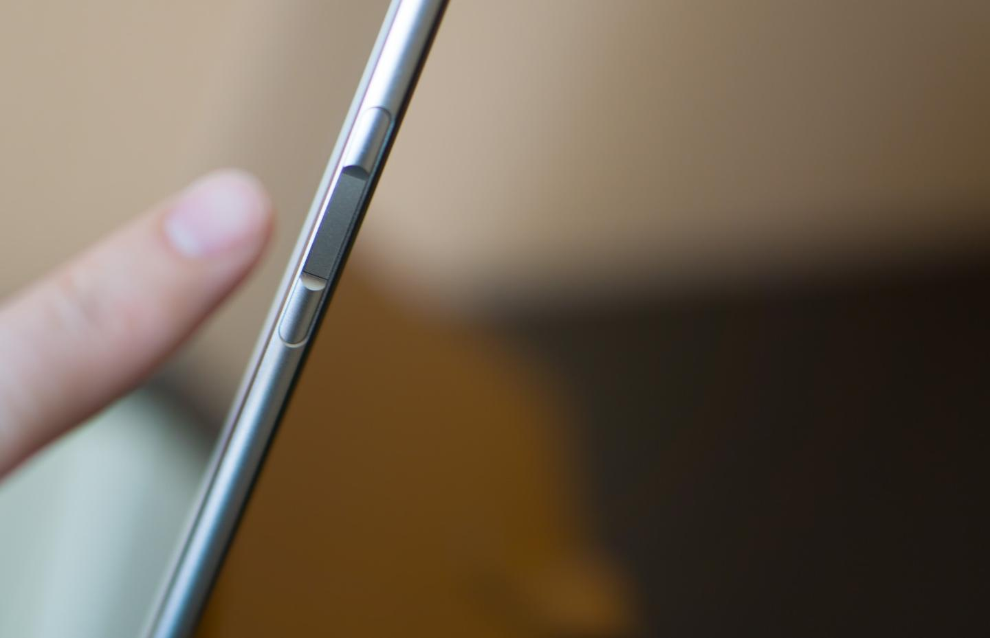 The MateBook's fingerprint sensor (the flat part between the two volume buttons) works extremely quickly
