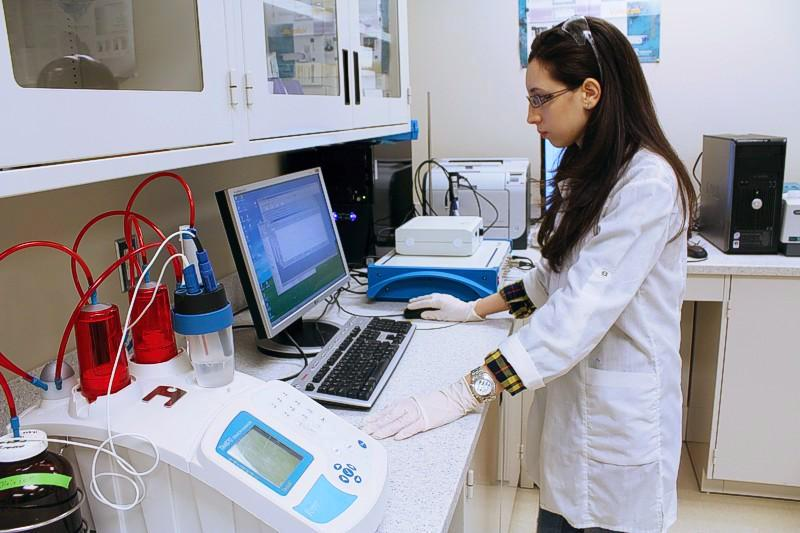 The electro-analytical system used to identify appropriate electrodes for the oxidation process